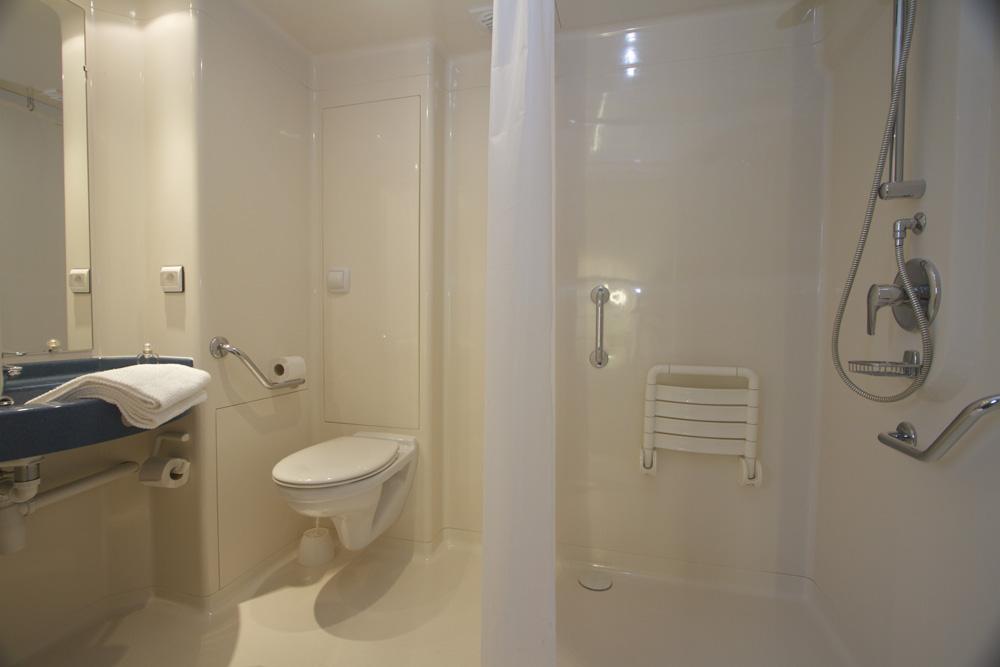 Cheap douche de la chambre pour personnes mobilit rduite for Ibis budget douche dans la chambre