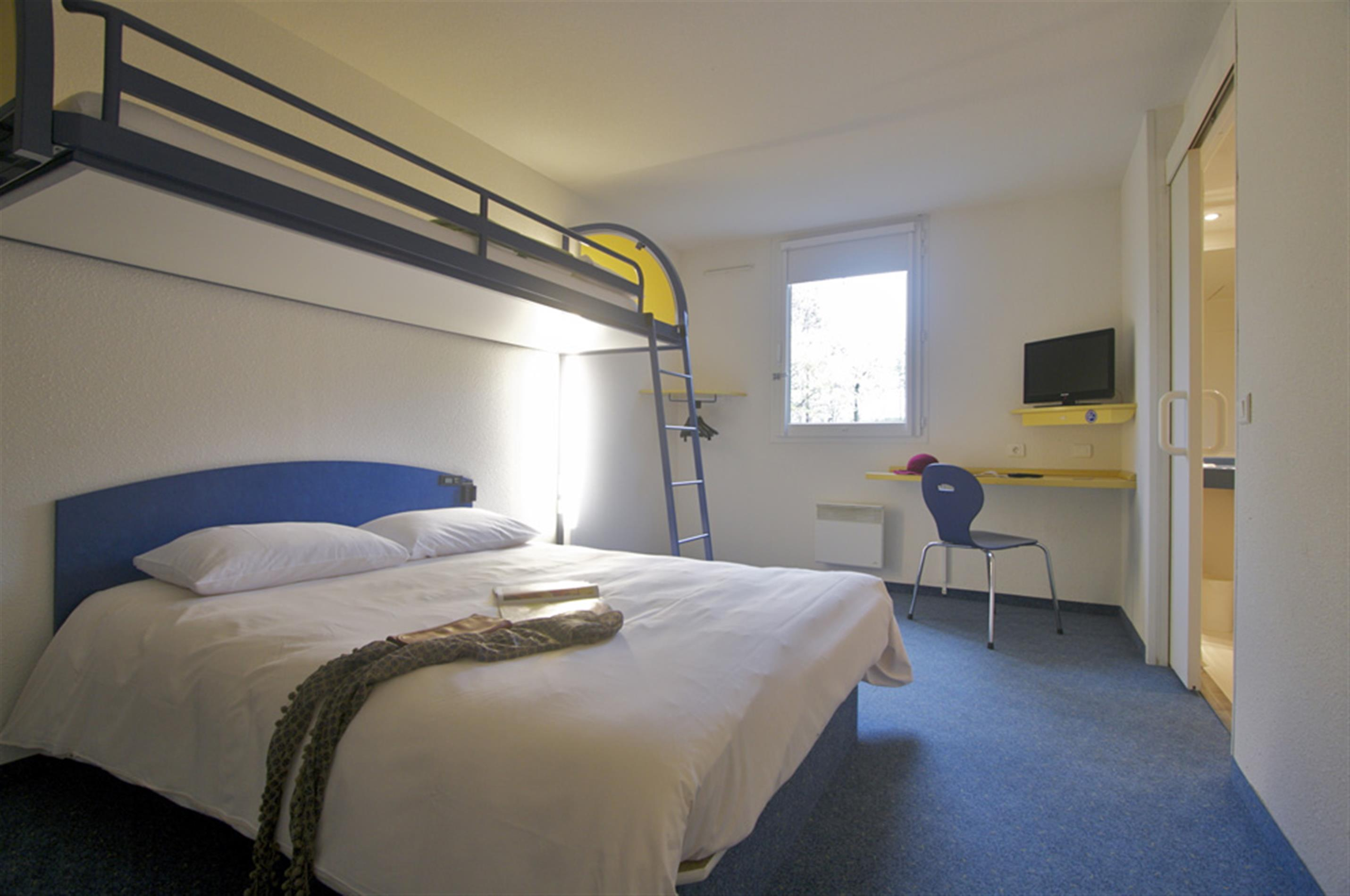 Chambre accessible pmr chambres d 39 hotel prix budget for Chambre d hotel